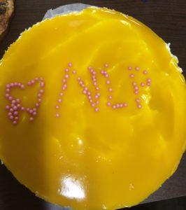 Tätä kakkua oli kiva viipaloida!